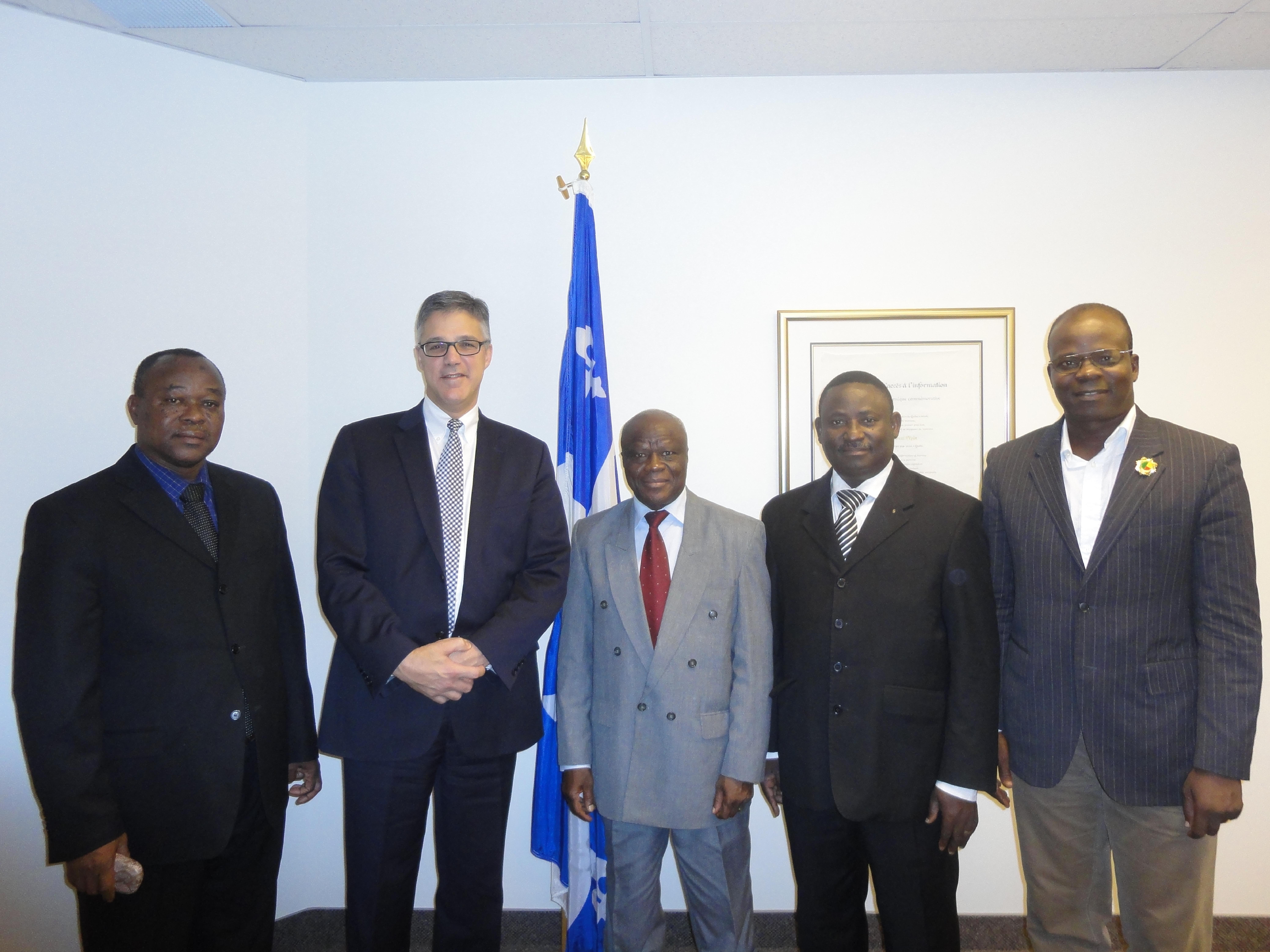 De gauche à droite : M. Adjibodou (CNIL Bénin), Me Chartier (Président de la CAI et de l'AFAPDP), M. Benon (Président de la CNIL Bénin), MM. Zossou et Akotégnon (CNIL Bénin)