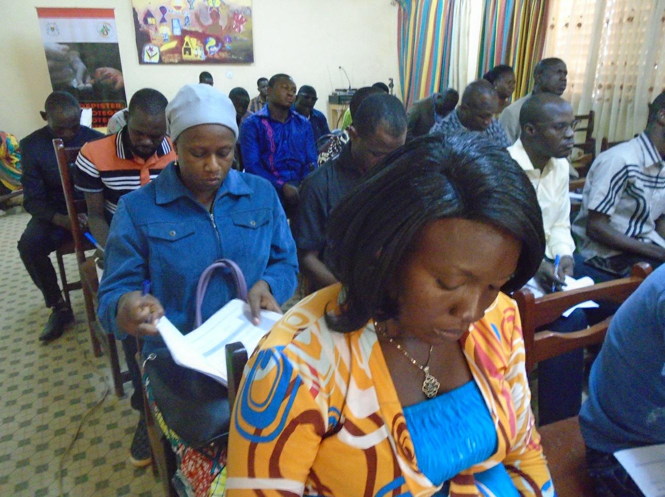 Élèves et cadres de l'administration à l'école de la CIL du Burkina Faso